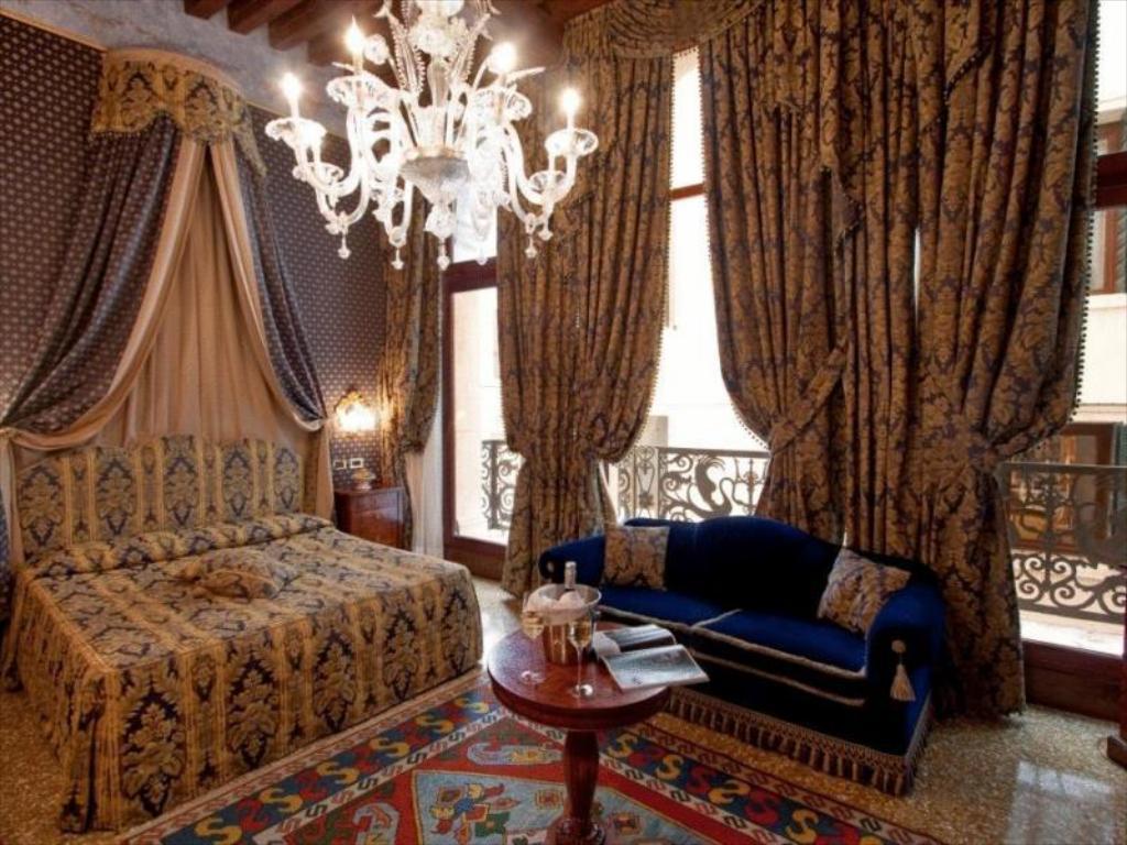 15% off with Agoda at Hotel Al Ponte dei Sospiri, Venice, Italy